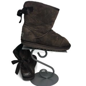 Ugg brown boots with bow size 8 wide